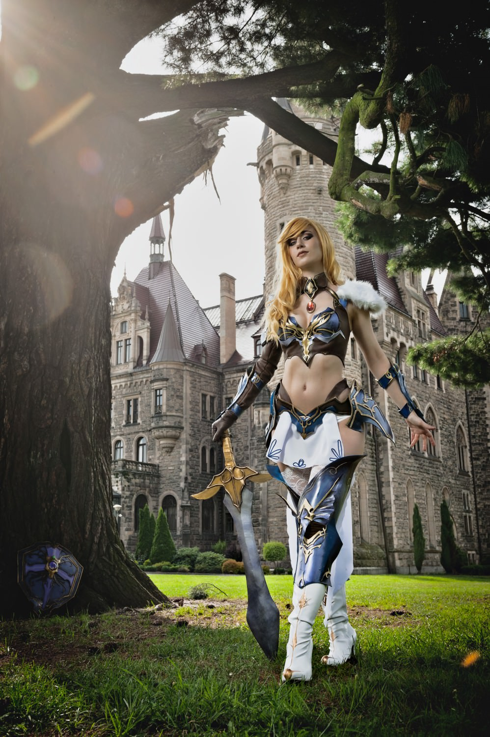 cosplay, costume, armor, fantasy, fantasy armor, fantasy warrior, warrior girl, blonde, blonde hair, blonde wig, chestplace, breastplate, leather, leather armor, eva foam, worbla, legendonline, gryonline, photoshoot, game cosplay, game costume, game photo, cosplayer, sword, shield, crossbow, shieldmaiden, castle, michalzagorny, michałzagorny,